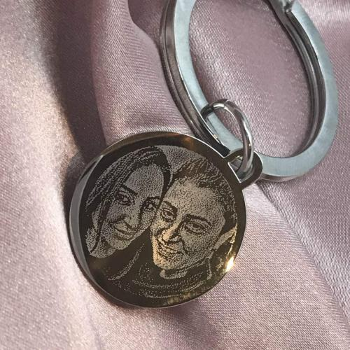 photo of friends engraved on keyring